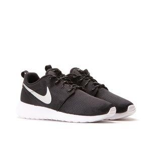 LIKE NEW Nike Roshe Rub tennis shoes